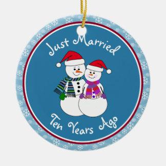 10th Anniversary Gift Fun Snow Couple Christmas Christmas Ornament