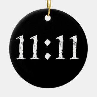 11:11 ROUND CERAMIC DECORATION