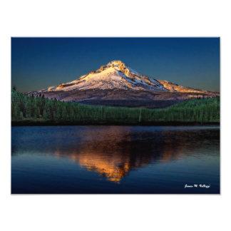 "16"" x 12"" Mount Hood from Trillium Lake Photographic Print"