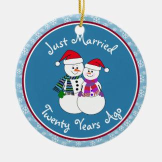 20th Anniversary Gift Fun Snow Couple Christmas Christmas Ornament