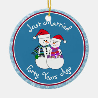 40th Anniversary Gift Fun Snow Couple Christmas Round Ceramic Decoration