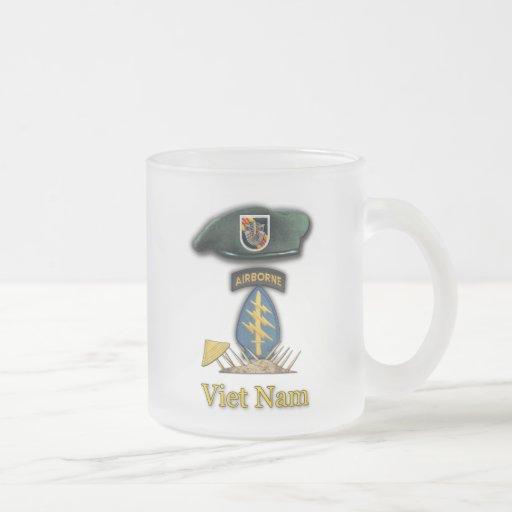 5th green berets vietnam vets  frosty Mug