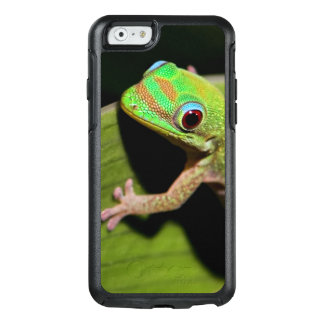 A Baby Green Gecko OtterBox iPhone 6/6s Case