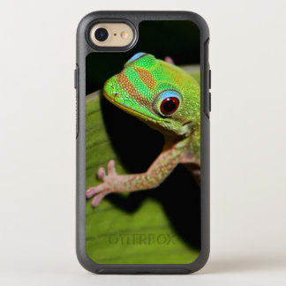 A Baby Green Gecko OtterBox Symmetry iPhone 8/7 Case