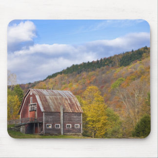 A barn in Vermont's Green Mountains. Hancock, 3 Mouse Pad