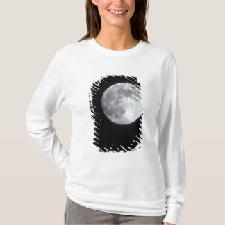 A bright full moon in a black night sky. T-Shirt