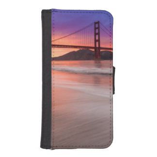 A capture of San Francisco's Golden Gate Bridge iPhone SE/5/5s Wallet Case