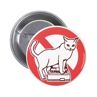 A cat resets a computer in Japan 6 Cm Round Badge