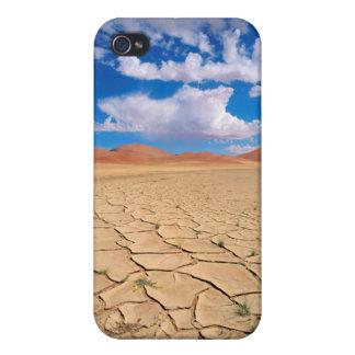 A cracked desert plain iPhone 4/4S case