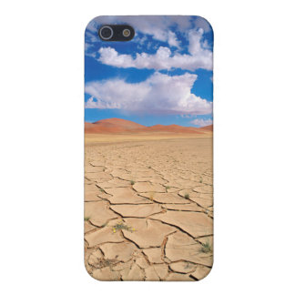 A cracked desert plain iPhone 5/5S cover