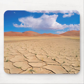 A cracked desert plain mouse mat