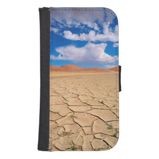 A cracked desert plain samsung s4 wallet case