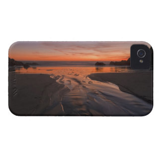 A crescent moon sets through a dusk-colored sky Case-Mate iPhone 4 case