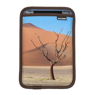 A dead tree on a desert plain with dunes iPad mini sleeve