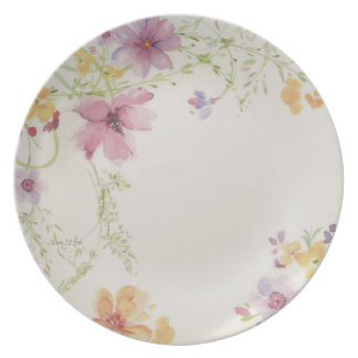 A dinnerware from 5 matching dishes.