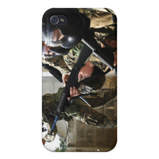 A fire team returns fire from a balcony 2 iPhone 4 cover