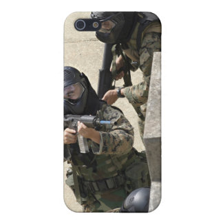 A fire team returns fire from a balcony cover for iPhone 5/5S