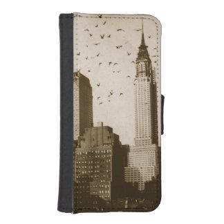 A flock of birds flying iPhone SE/5/5s wallet case