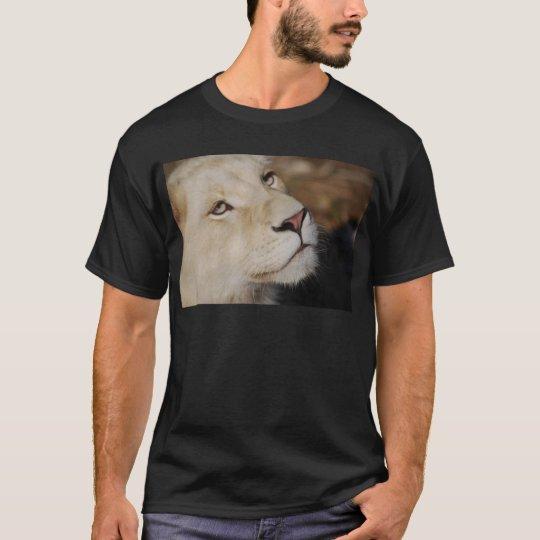A gentle lion face South Africa T-Shirt