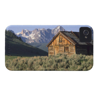 A log cabin and the Sawtooth Mountains in iPhone 4 Cover