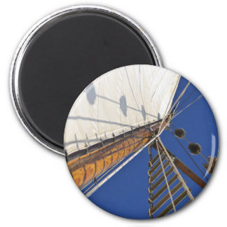 A Mast Of Perspective 6 Cm Round Magnet