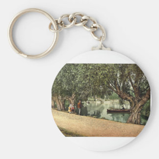 """A """"Peep"""" from the recreation grounds, Bedford, Eng Keychain"""