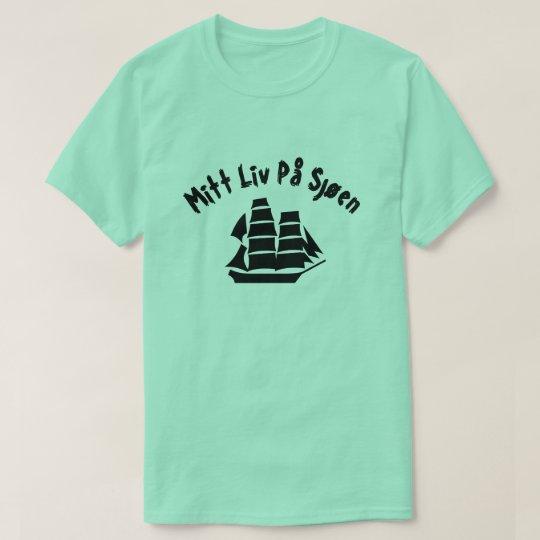 A sailing ship with text Mitt liv på