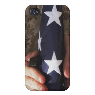A soldier holds the United States flag Cases For iPhone 4