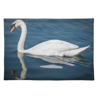 A swan and its reflection placemat
