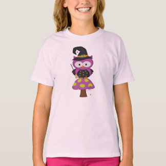 A very witch owl .. fantasy design T-Shirt