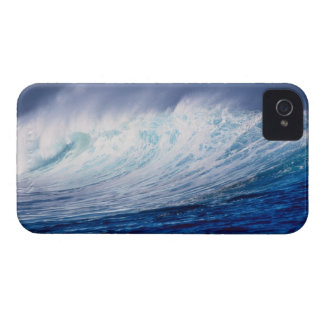 a wave building iPhone 4 cover