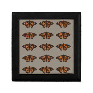 Admiral butterfly brown.png small square gift box