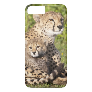 Africa. Tanzania. Cheetah mother and cubs 2 iPhone 8 Plus/7 Plus Case