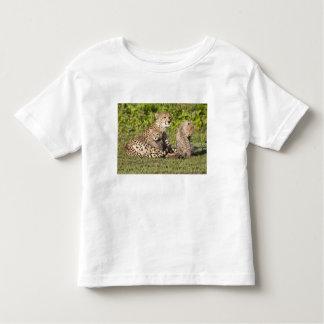 Africa. Tanzania. Cheetah mother and cubs 2 Toddler T-Shirt