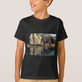african elephant reflections T-Shirt
