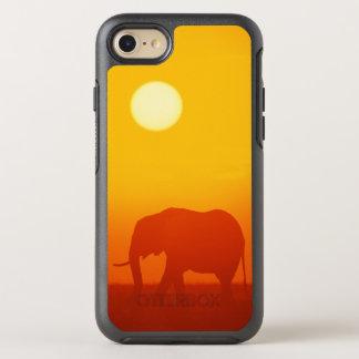 African elephant walking at sunset , Kenya OtterBox Symmetry iPhone 8/7 Case