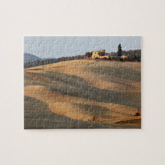 Agricultural field at sunset, Val d'Orcia, Tusca Jigsaw Puzzle