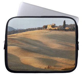 Agricultural field at sunset, Val d'Orcia, Tusca Laptop Sleeve