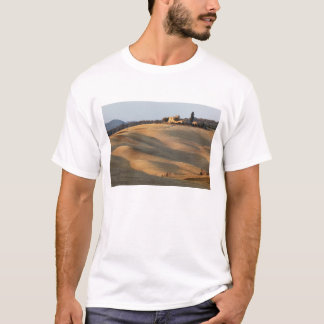 Agricultural field at sunset, Val d'Orcia, Tusca T-Shirt