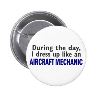Aircraft Mechanic During The Day 6 Cm Round Badge