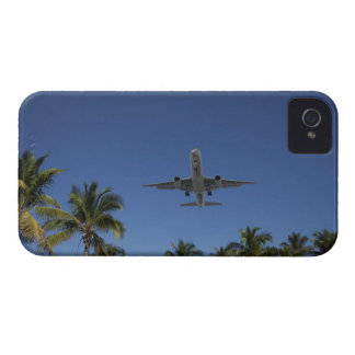 Airplane landing in Miami iPhone 4 Cover