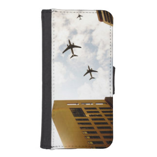 Airplanes flying over buildings iPhone SE/5/5s wallet case