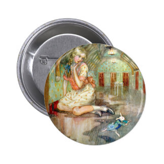 Alice Grows Large, Scaring the White Rabbit 6 Cm Round Badge