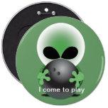 Alien bowler 6 cm round badge