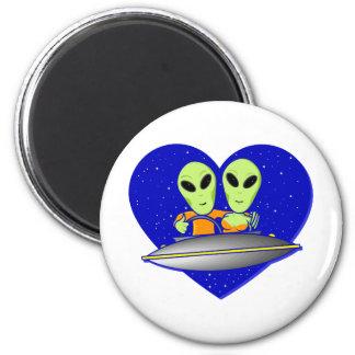Alien Love 6 Cm Round Magnet