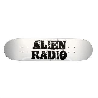 alien radio text anpassad skate board