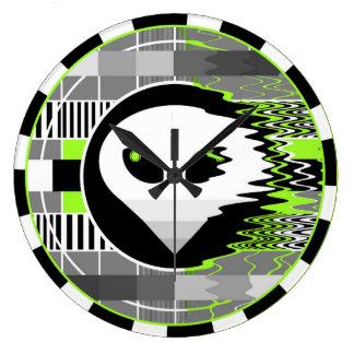 Alien TV clock round