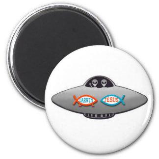 aliens 6 cm round magnet