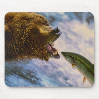 Amazing grizzly bear salmon image mouse pad