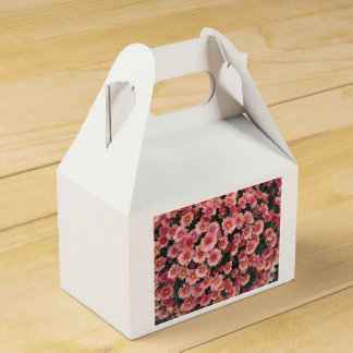 Amazing Pink Chrysanthemum Cluster Favour Box